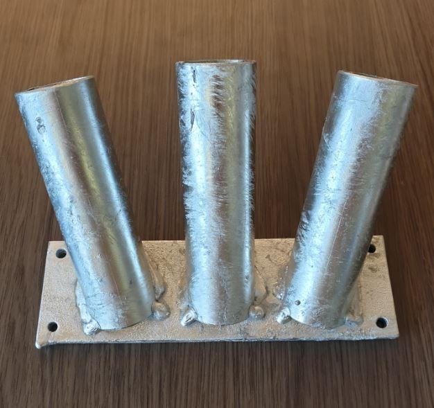 Vlaggenstokhouder trio voor drie stokken 30mm muurbevestiging