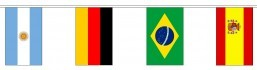 Vlaggenlijn van stof met alle Landenvlaggen van alle 32 deelnemende landen aan het WK voetbal in Brazilie
