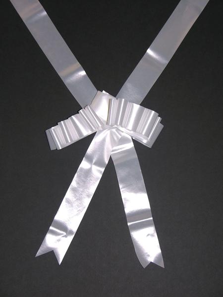 Breed wit lint om trouwauto te versieren