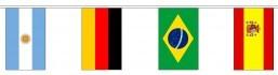 Vlaggenlijn van stof met alle Landenvlaggen van alle 32 deelnemende landen aan het WK voetbal Rusland