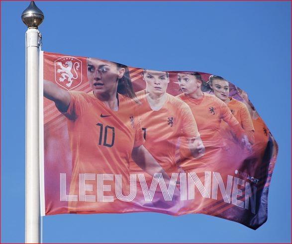 Leeuwinnen vlag KNVB oranje dames 70x100cm
