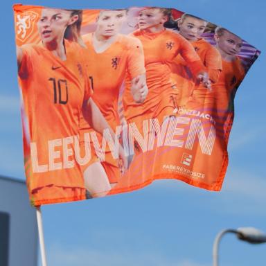 Officiele KNVB Oranje Leeuwinnen zwaaivlag 50x65cm