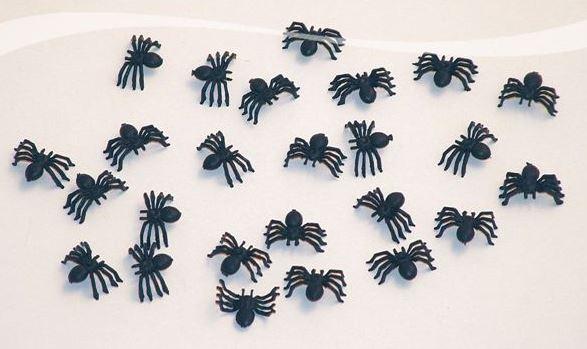 Horror Halloween spinnen 2cm, 25 stuks