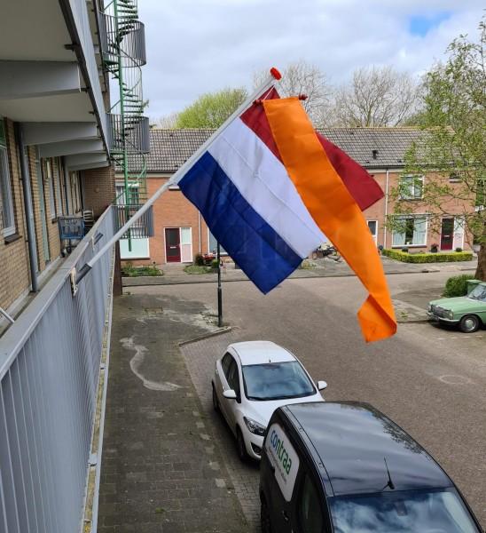 Complete set voor balkon spijlenhek Nederlandse vlag Oranje wimpel stok en houd