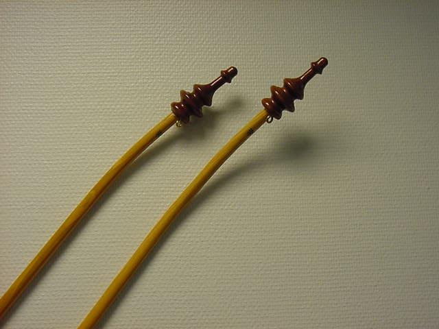 Vlaggenstok essen 125cm gebogen met sierknop