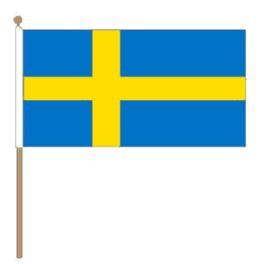 Zweedse grote zwaaivlag Zweden 15x22cm, stoklengte 30cm