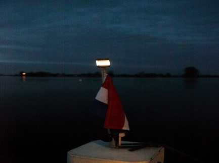 Vlaggenstok met LED boordverlichting voor op een kleine boot 60cm