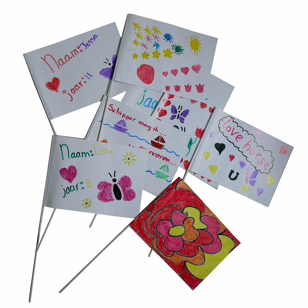 Voorbeelden maak je eigen zwaaivlag van de witte zwaaivlaggetjes van Vlaggenclub